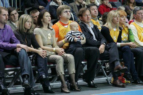 Sandra, Gatis, Alvis, Valērijs un Anna basketbolā