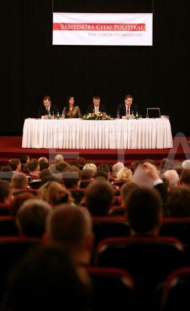 Pirmās sesijas prezidijs